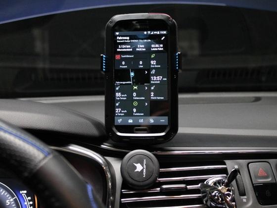 Pace Car app mit dem Pace Car Handyhalter