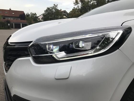 FineClaires Kadjar: LED-Scheinwerfer links vorne mit Fernlicht