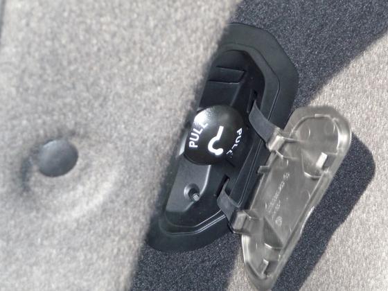Kadjar im Detail - einklappbare AHK / Bedieneinheit im Kofferraum