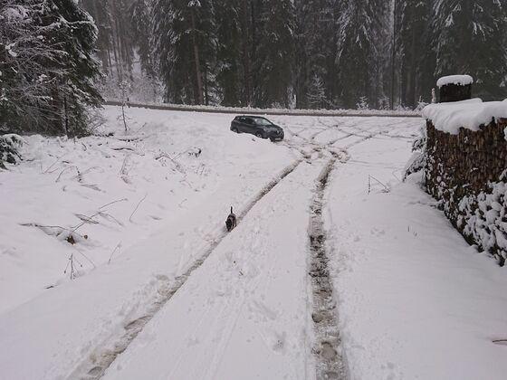 Schnee Offroad Fun Tag :-) Andere müssen auf geräumte Parkplätze ausweichen, Ich parke dort wo einfach ein Platz frei ist :-)